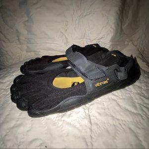 Vibrant 5 Finger water shoes toe sandals 40 9